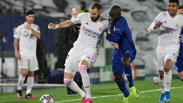 Karim Benzema au duel avec N Golo Kante 1015589 - Onze d'Afrik - L'actualité du football