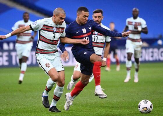 defenseur portugais Pepe gauche luttela equipe France Kylian Mbappe 11 octobre 2020 Stade France Saint Denis 0 - Onze d'Afrik - L'actualité du football
